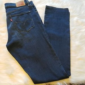 Levi 312 shaping slim Jean's size 30